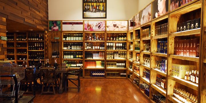 インドのモールの中に入ったリキュールショップ(酒屋)