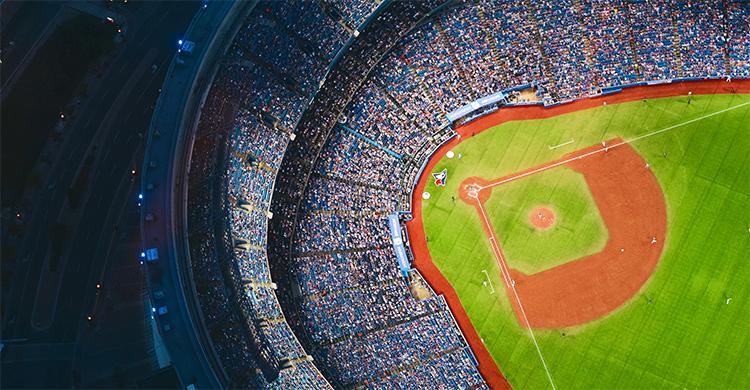 プロ野球中継がテレビからインターネットにシフトした理由とは?