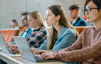 Webデザインの学校(スクール)とは?