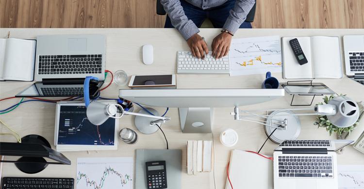 プログラマーとエンジニアの違いとは?仕事内容&資格・スキル比較