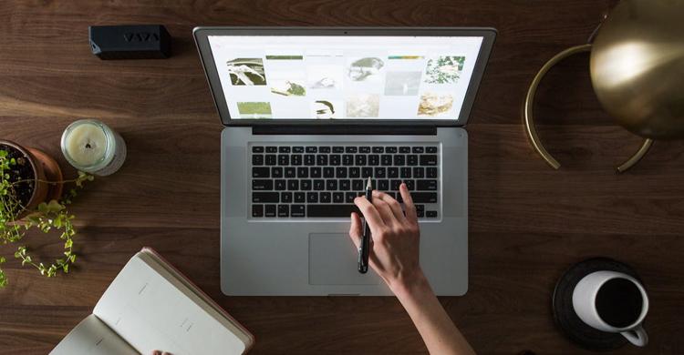 在宅Webデザイナーになるには?収入アップの秘訣もご紹介