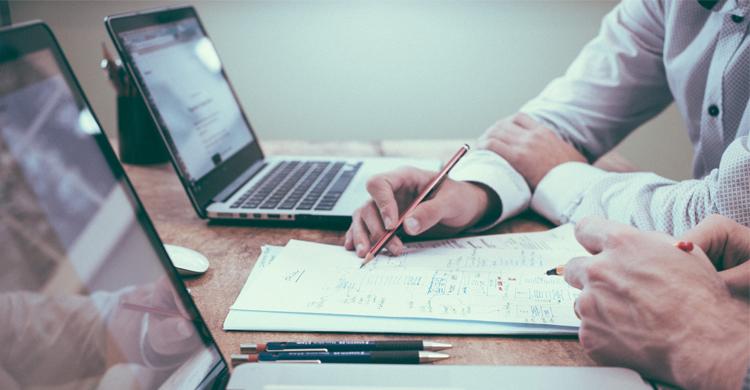 【企業研修】集合研修とオンライン研修はどちらがいい?研修の効果を高める方法とは