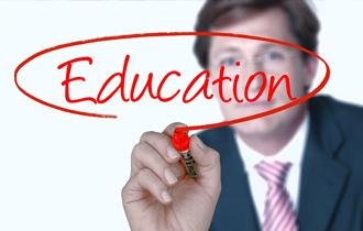 専門の教育機関で実施する