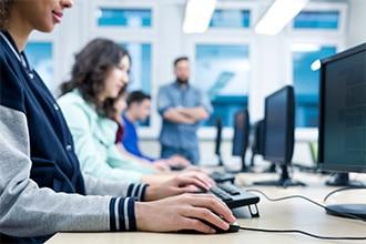 プログラミングを学べるWebスクールに通う