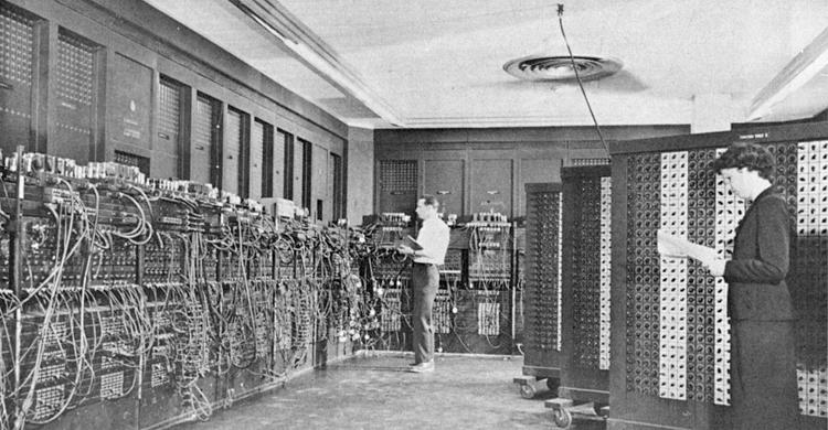 プログラミングされる電子計算機ENIAC